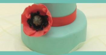 Cake Design. Papaveri di pasta di zucchero